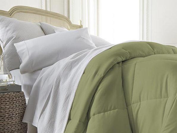 iEnjoy Home Down Alternative Sage Comforter (Full/Queen)