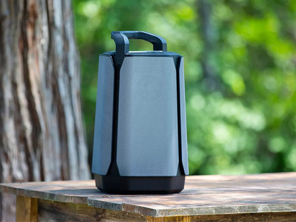 Soundcast® VG7 Portable Outdoor Full-Range Loudspeaker System