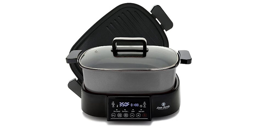 A tabletop cooking device, with a grill pan