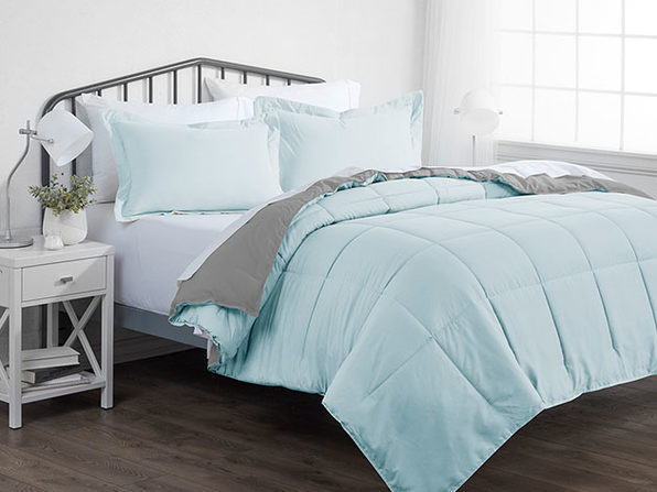 Down Alternative Reversible Comforter Set (Aqua & Light Gray   King)