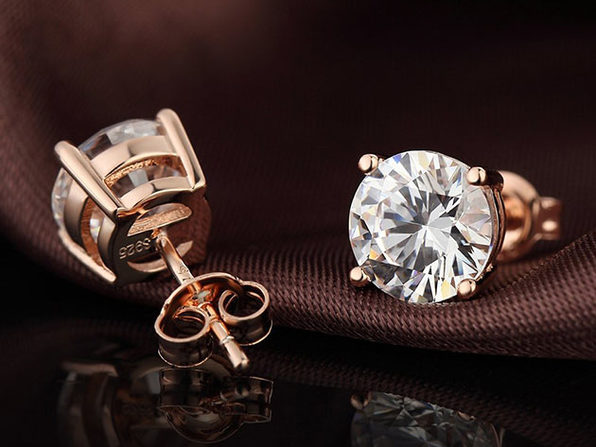 Classic 4-Prong Stud Earrings with Swarovski Crystals