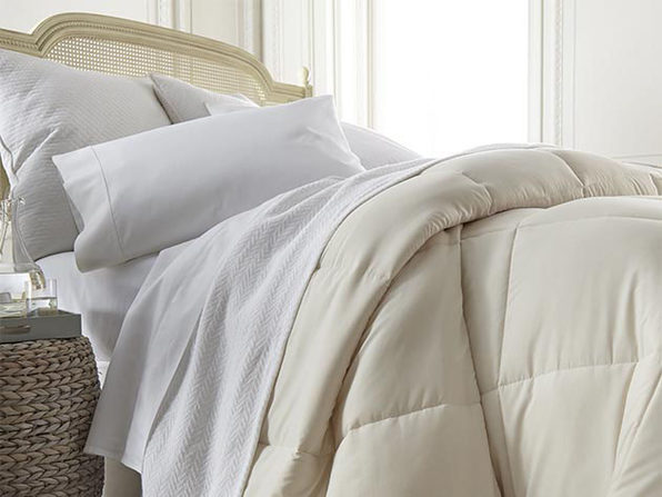 iEnjoy Home Down Alternative Comforter (Ivory/King)
