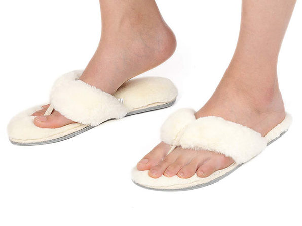Women's Faux Fur Thong Slippers with Memory Foam (White/ Size 7-8)
