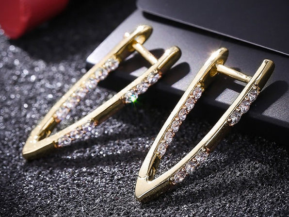 Curved Huggie Earrings with Swarovski Crystals (Gold)