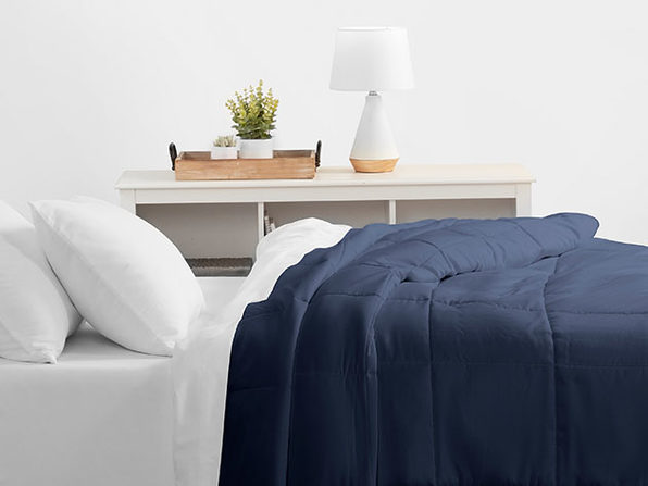 Home Collection All Season Down Alternative Comforter (Queen/Navy)