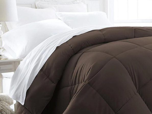 iEnjoy Home Down Alternative Chocolate Comforter (Full/Queen)