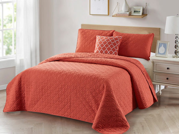 Bibb Home 4-Piece Quilt Set with Embroidered Pillow (Coral)