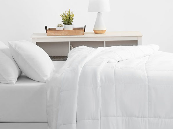 Home Collection All Season Down Alternative Comforter (Queen/White)