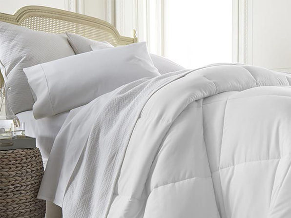 iEnjoy Home Down Alternative Comforter (White/Queen/Full)