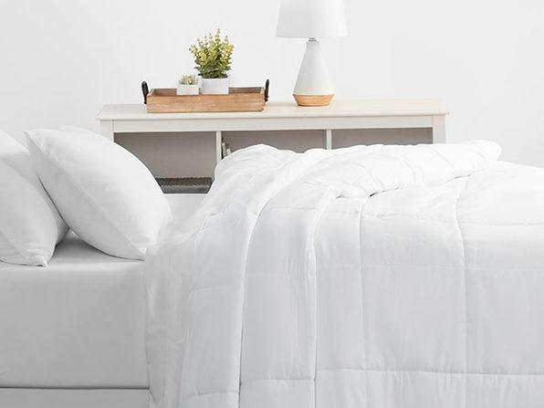 Home Collection All Season Down Alternative Comforter (King/White)